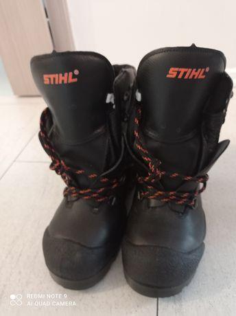 Nowe wysokie buty ochronne STIHL r.40