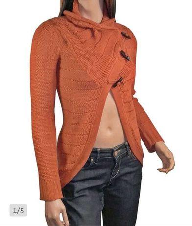 Karmelowy sweterek narzutka
