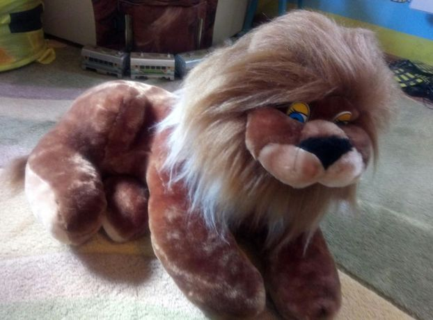 Продам большую мягкую игрушку Лев