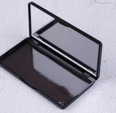 Paletka magnetyczna na cienie do powiek 11.9*6.2*1 cm2 sztuki