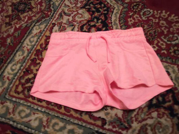 Krótkie różowe spodnie