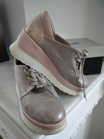Жіночі туфлі спортивного стилю