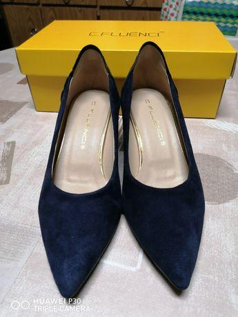 Sapatos de senhora em nobuk azul