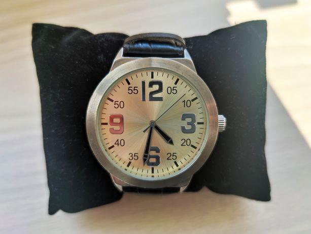 Zegarek męski z paskiem skórzanym