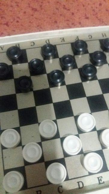 игра.для детей.шашки на магнитах.ТОРГ .150 гривен.