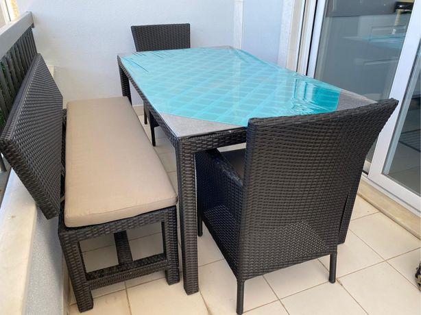 mesa com cadeiras para jardim