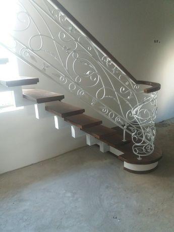 Дерев'яні та металеві сходи