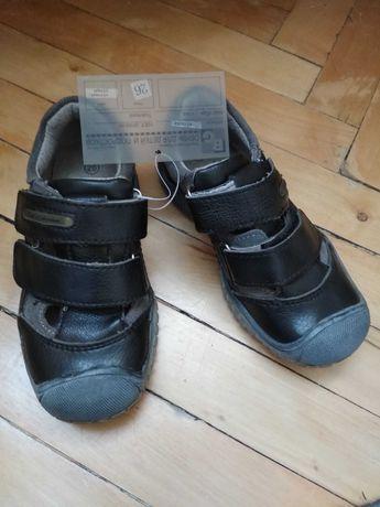 Взуття дитяче шкіряне  нове 26 розмір,17,5 см устілка