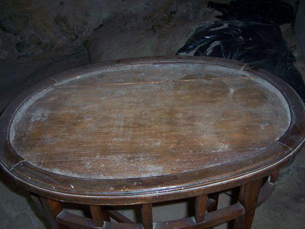 Mesa oval em madeira para restauro