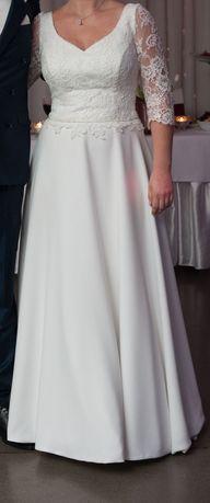 Suknia ślubna o prostym kroju,rękawek 3/4 z koronki,kolor biały roz.M.