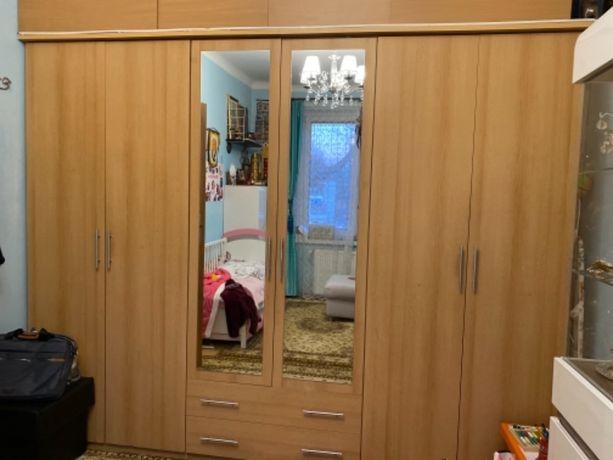 Szafa ubraniowa 6 drzwiowa w dobrym stanie