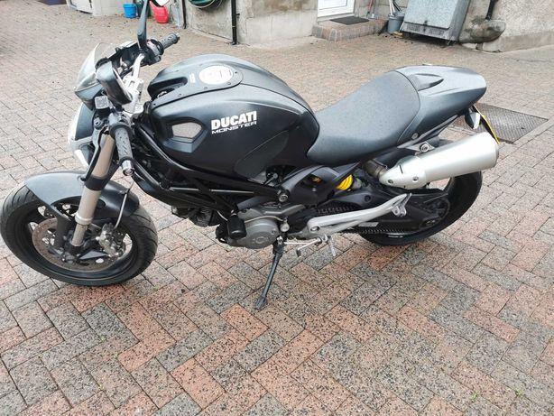 Ducatti monster 696