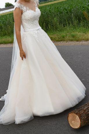Suknia ślubna z odcieniem brzoskwiniowym w literkę A + welon
