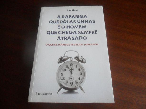 """A Rapariga que Rói as Unhas e o Homem que Chega Sempre Atrasado"""