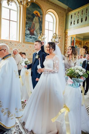 Весільна сукня, білого кольору