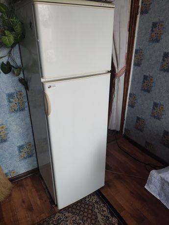Продам холодильник Sniage
