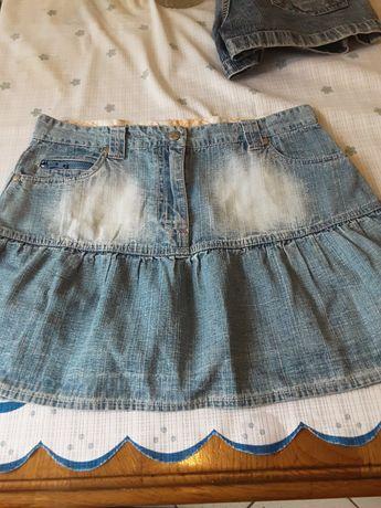 Юбка на девушку  джинсовая. В отличном состоянии. Размер размер  36