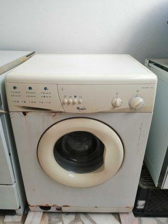Máquinas lavar e secar roupa