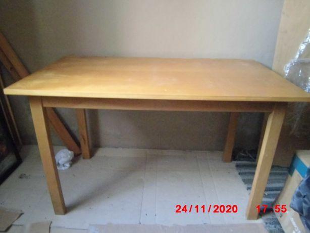 Mesa de cozinha ou sala, cadeiras, mesinhas de cabeceira e de apoio