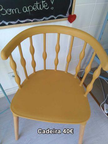 Cadeiras em plástico resistente estilo retro