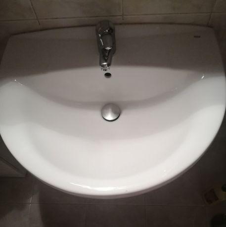 Casa de banho (móveis brancos)