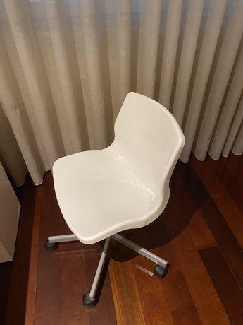 Cadeira giratoria ikea