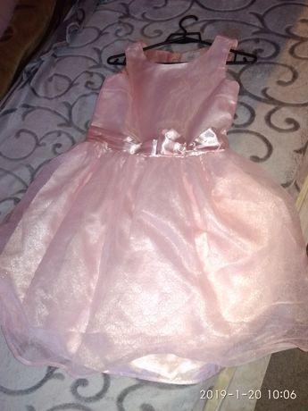 Sprzedam sukienke 152