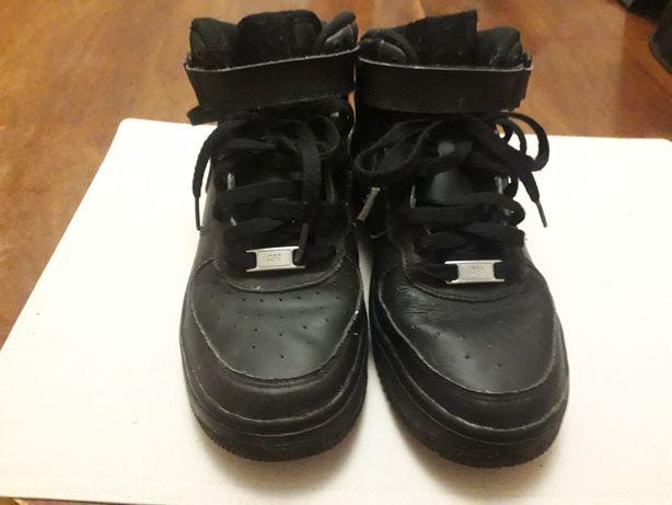 Buty Nike r.37.5  chłopięce