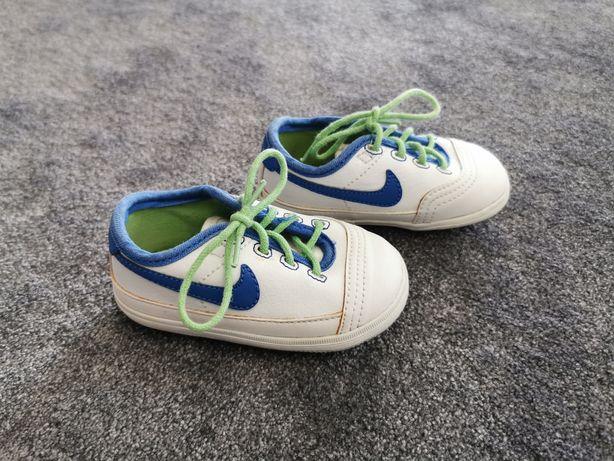 Buciki Nike r. 20