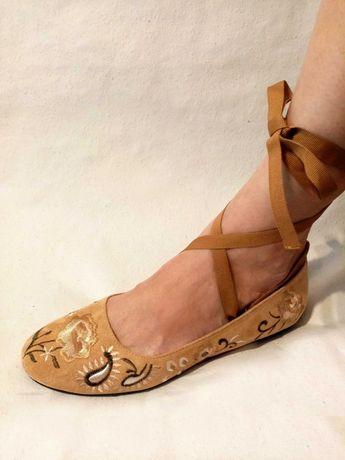 Buty damskie 43 włoskie Andres Machada haftowane baletki czółenka