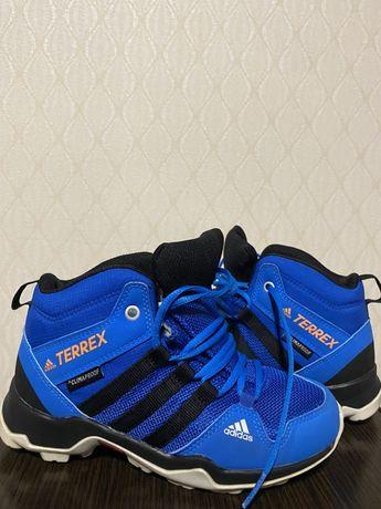 Adidas кроссовки на мальчика