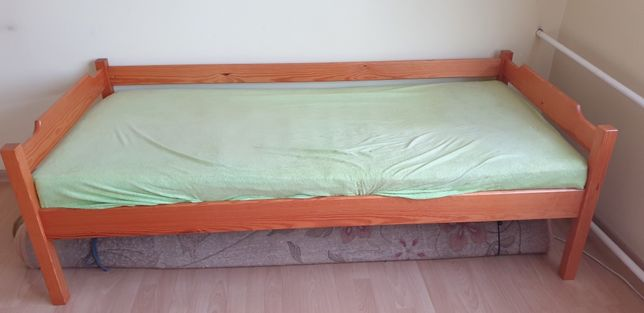 Łóżko jednoos. sosnowe Piętrus + materac gratis