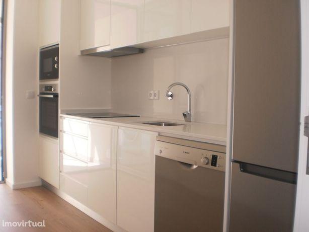 T2 novo , com cozinha equipada a dois minutos do Estádio (Solum)