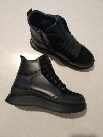 Кажаные женские зимние ботинки.