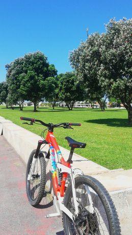 Bicicleta downhill (kona stinky de 2009)