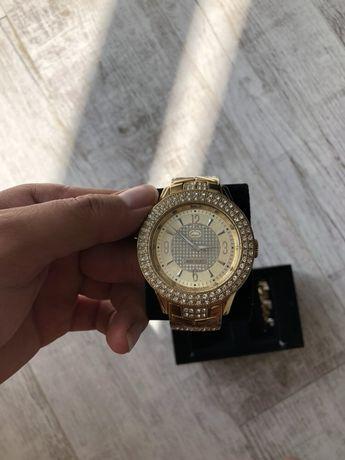 Часы с браслетом Marc Ecko