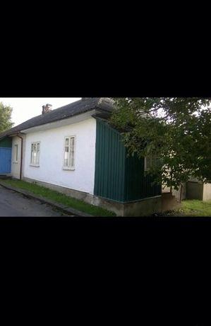Продам пів будинку в місті Корець.