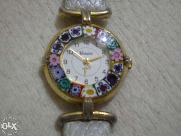 Relógio com vidro de Murano