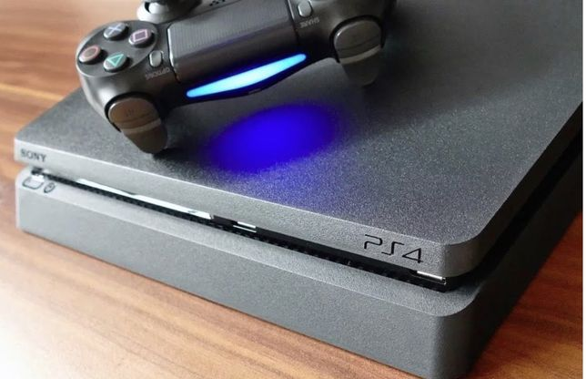 Playstation 4 + strikepack