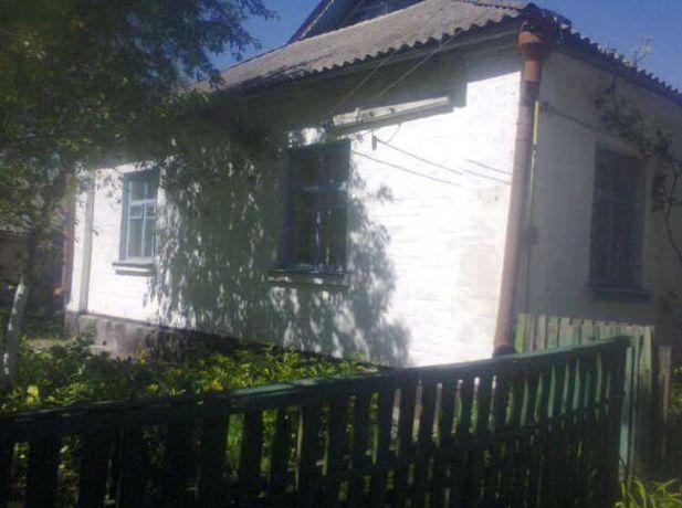 Кирпичный дом на 2 половины в пгт Володарка, Киевская обл. с участком