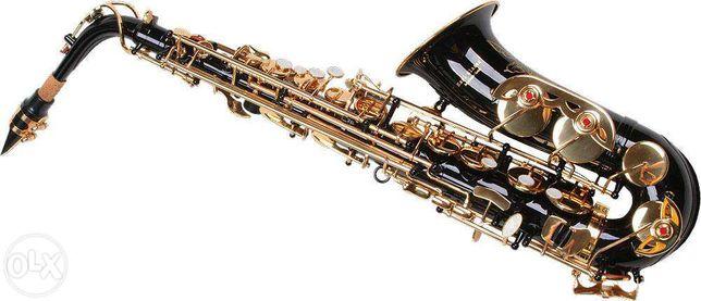 Saxofone alto preto e dourado.