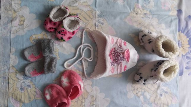 Зимняя шапочка, угги, тапочки, пинетки, носочки на кроху до 1 годика