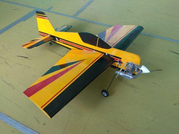 Радиоуправляемая модель самолёта СУ-26. Набор для сборки.