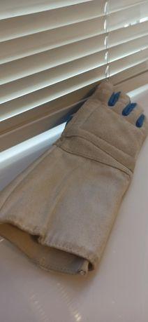 Перчатка для фехтования