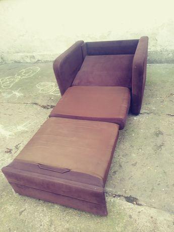 Fotel jednoosobowy rozkladany brazowy szer 120×190 w stanie dobrym