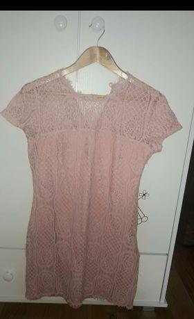Pudrowa koronkowa sukienka reserved L
