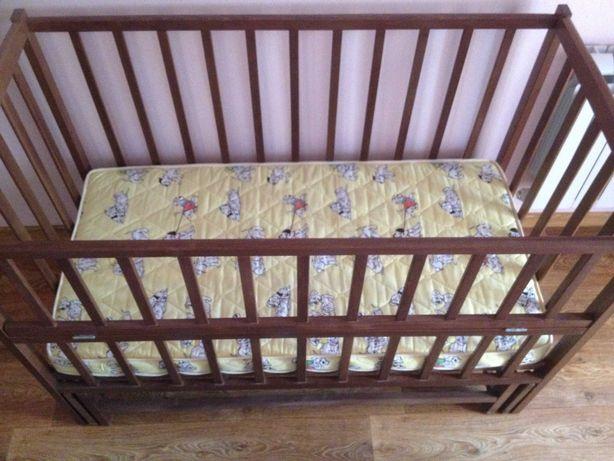 Детская кровать-качалка деревянная с матрасом