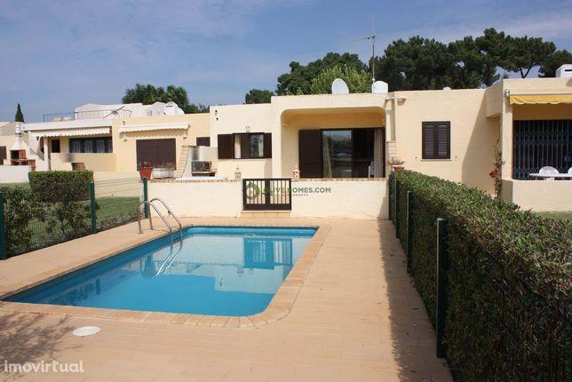 Casa de 2 quartos ideal com piscina privativa e piscina de condomínio
