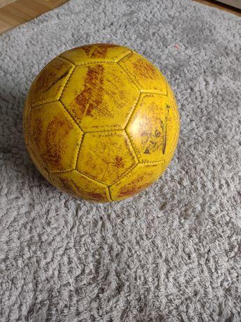 Żółta piłka kipsta dechatlon
