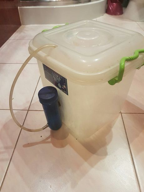 Бачок для очистки воды.